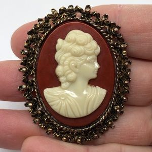 🆕Vintage Burnished Metal Cameo Pin/Pendant